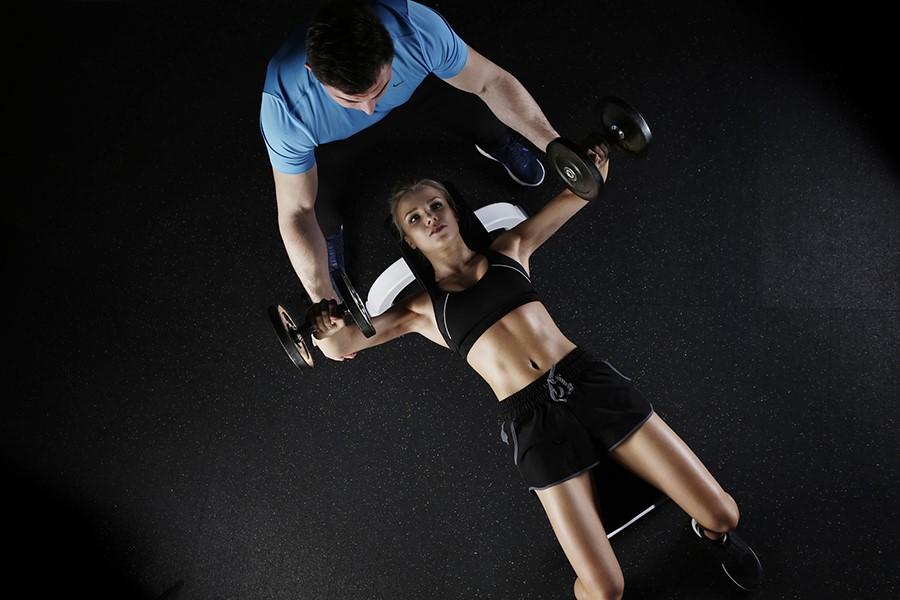 donna esercizi pesi